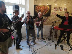 Photo d'une scène ouverte au café associatif le Ptit Cerny